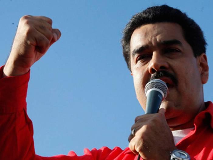 Maduro diz que Venezuela se mantém de pé e com dignidade