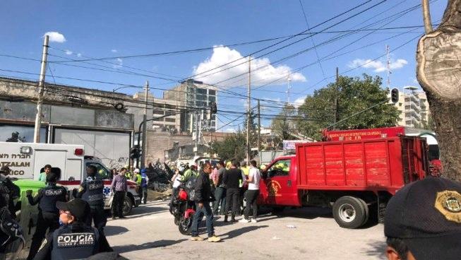 Costureiras presas sob os escombros na Colonia Obrera no México