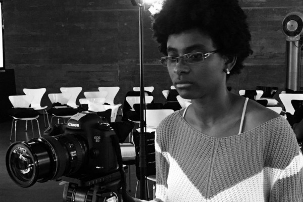 Viviane Ferreira, a segunda negra a dirigir um filme no Brasil