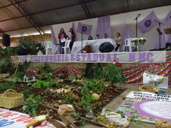Movimento de Mulheres Camponesas realiza 13ª assembleia estadual em Pinhalzinho