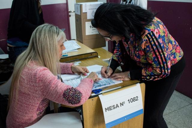 Clima de tensão esquenta as eleições legislativas da Argentina