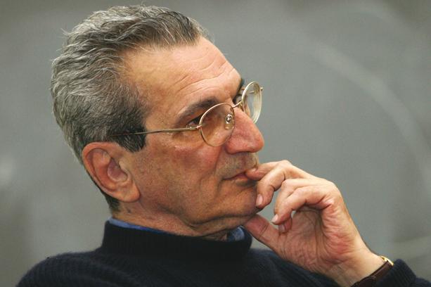 'Como é possível governar pagando uma quadrilha?', questiona Antonio Negri