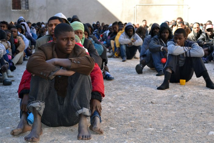 Compra e venda de migrantes africanos na Líbia revolta comunidade internacional