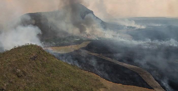 28% do Parque Nacional da Chapada dos Veadeiros foi danificado após incêndio criminoso.