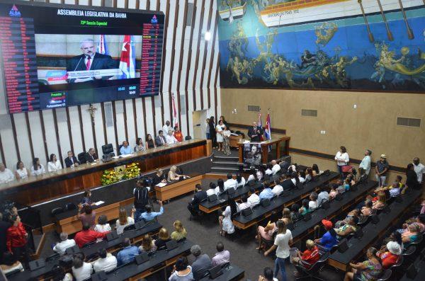 Em homenagem a Fidel, baianos expulsam MBL da ALBA
