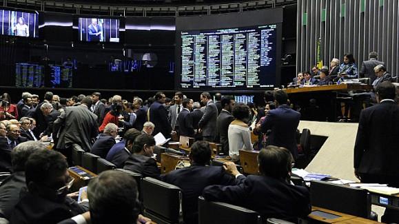 Deputados cassados por corrupção recebem até R$23 mil de aposentadoria da Câmara