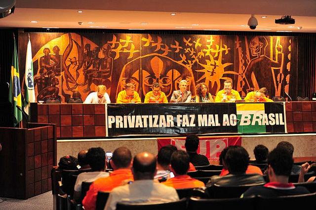 Petroleiros realizam ato em defesa da Petrobras na Assembleia Legislativa