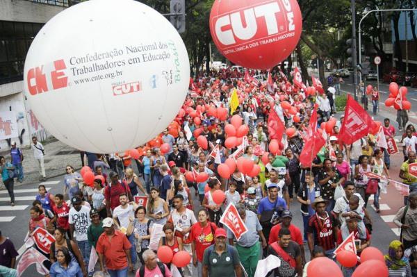 Reforma de Temer é alvo de protestos em defesa da aposentadoria