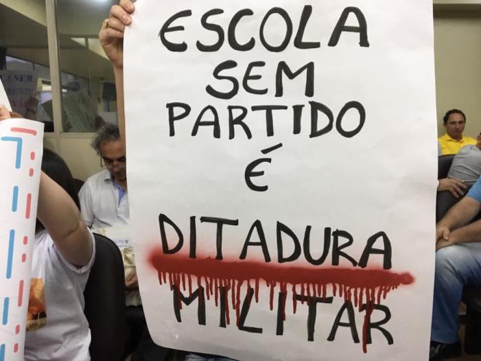 Escola sem partido tem projeto aprovado em Criciúma sob protestos de estudantes e professores