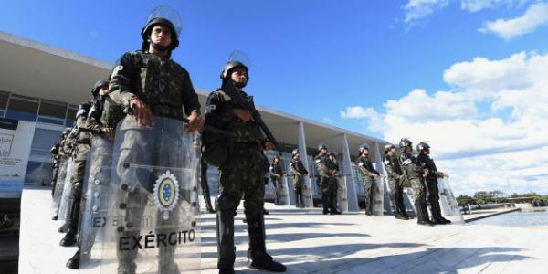 Militares do Exército e civis são denunciados por fraudes em licitação no Rio