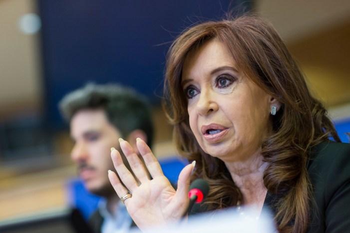 Justiça determina prisão de Cristina Kirchner e decisão precisa passar pelo Senado
