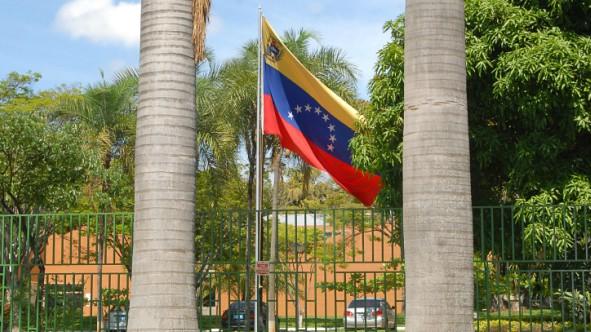 Em retaliação à Venezuela, Brasil decide expulsar principal diplomata venezuelano no país