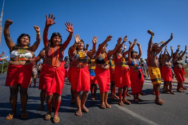 Resultado de imagem para Bolsonaro mente e afronta a Constituição brasileira ao atacar os povos indígenas. Nota do Cimi