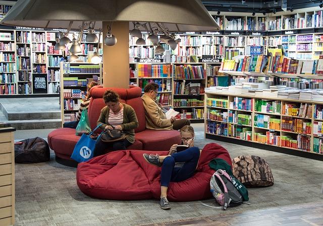 Barcelona abre la noche a las librerías