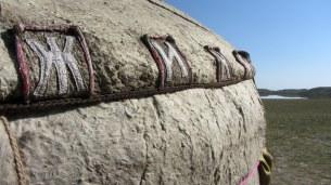 Détail du feutre en laine de mouton utilisé pour recouvrir la yourte.
