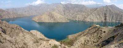 Lac derrière le barrage.