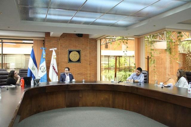 Ministro y Viceministra de Agricultura de El Salvador  visitan Anacafé, institución referente de la caficultura regional