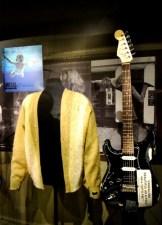 Sueter usado por Cobain en su sesión de MTV Unplugged