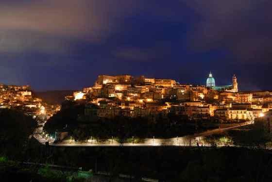 Ragusa_Ibla_(Notte)