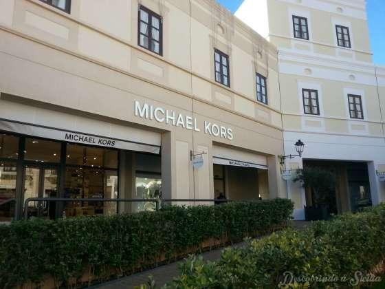 Atenção loucas por bolsas: Vi bolsas Michael Kors custando 100 euros menos do que os preços normais. Uma pechincha!