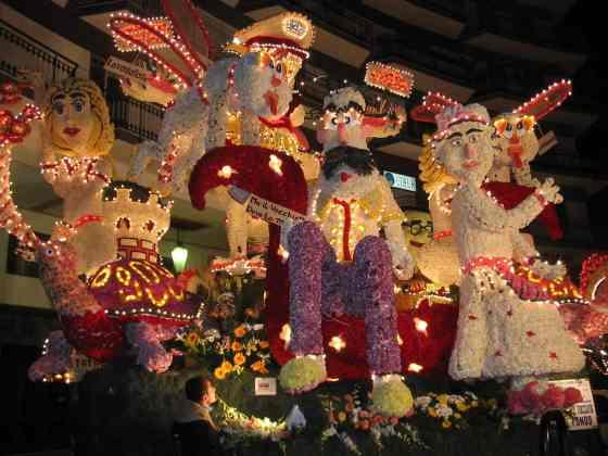 Um dos carros floridos do Carnaval de Acireale - Foto: Wiki Commons