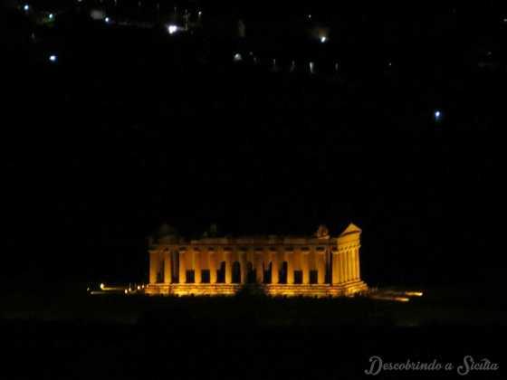 Vale dos Templos à noite