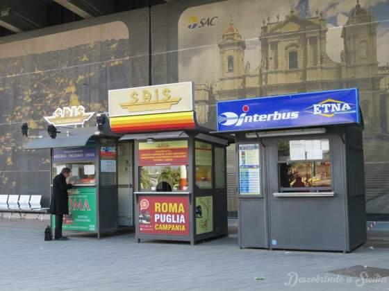 Guichês da Interbus e da Sais no aeroporto de Catânia