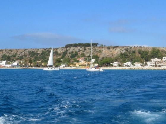 A costa de San Vito vista do barco.