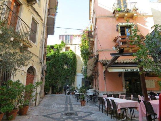 Calma e tranquilidade em uma Taormina quase vazia.