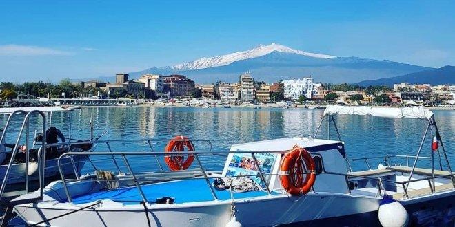 passeio de barco em taormina