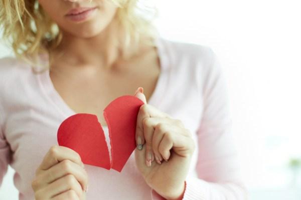 mulher com insegurancao no relacionamento