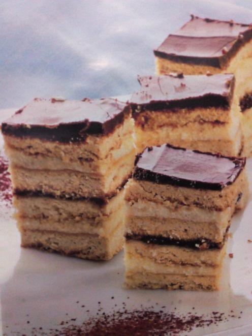 Fotografia cu prăjitura din cartea cu rețete
