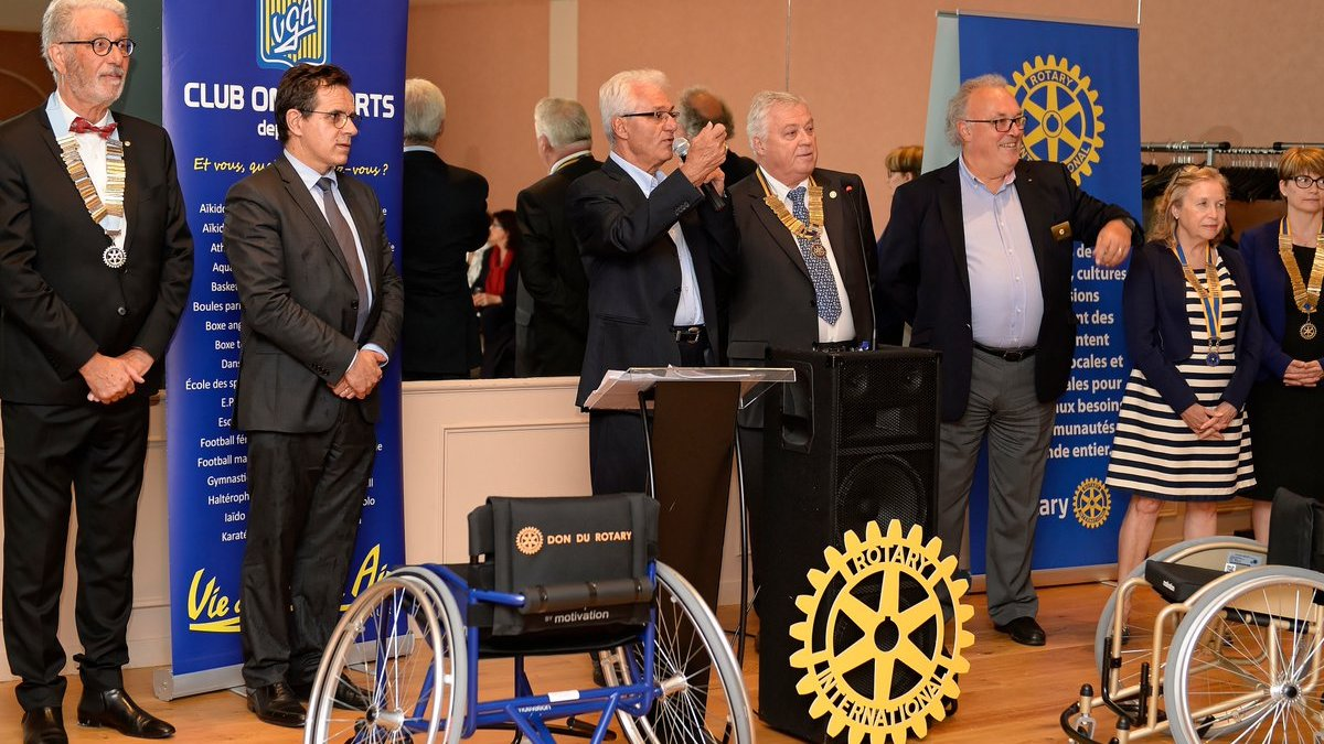 Le Rotary club de Saint-Maur remet 15 fauteuils à la section handisport de la VGA