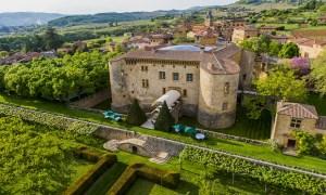 Eleito o castelo hotel mais luxuoso de bonito da França, com seu restaurante estrelado Michelin, no meio dos vinhedos.