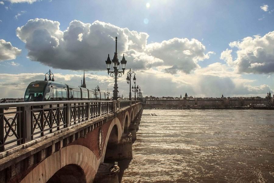Considerada a capital mundial do vinho, Bordeaux também é um dos roteiros de charme na França