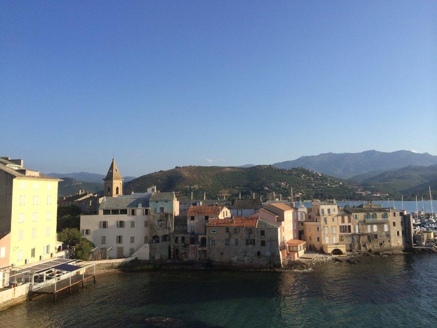 Saint Florent é mais um dos destinos incríveis para visitar na Ilha de Córsega