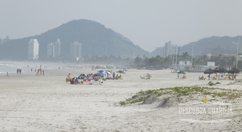 Vista da Praia da enseada em Guaruja canto do Tortuga