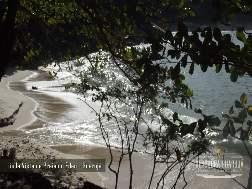 Vista superior da Praia do Eden no Guarujá