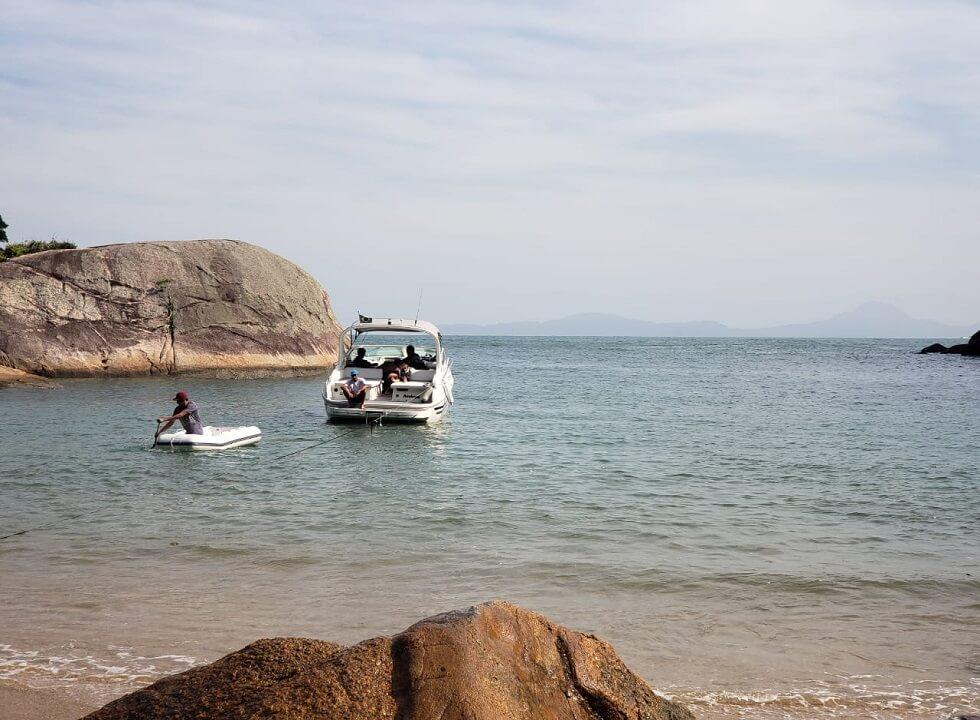 Passeio e Aluguel de Lancha nas Praias do Guarujá
