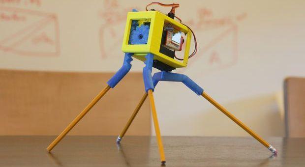 walkerbot - Un robot con cuatro lapiceros y #arduino