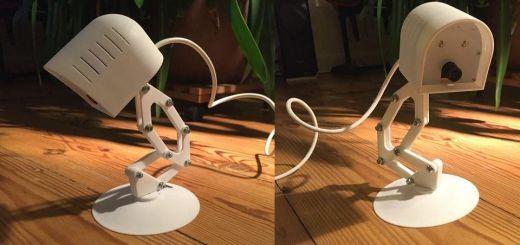 Una lámpara robot que sigue el movimiento de las cosas