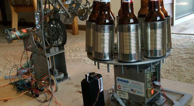 cervezas arduino - Este robot te abre las cervezas por ti gracias a Arduino