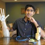 Crea un brazo robotico impreso en 3d y controlado por la voz