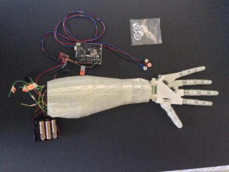 robotic-arm2-450x338 Crea un brazo robotico impreso en 3d y controlado por la voz