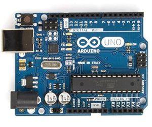 ArduinoUno R3 y usb 300x250 - Qué es Arduino, como empezar, webs, cursos y tutoriales