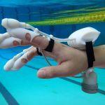 Siente los objetos bajo el agua con este guante inteligente.