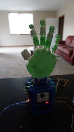 mano robotica2 253x450 - Aprende robótica con esta mano impresa en 3D y basada en Arduino