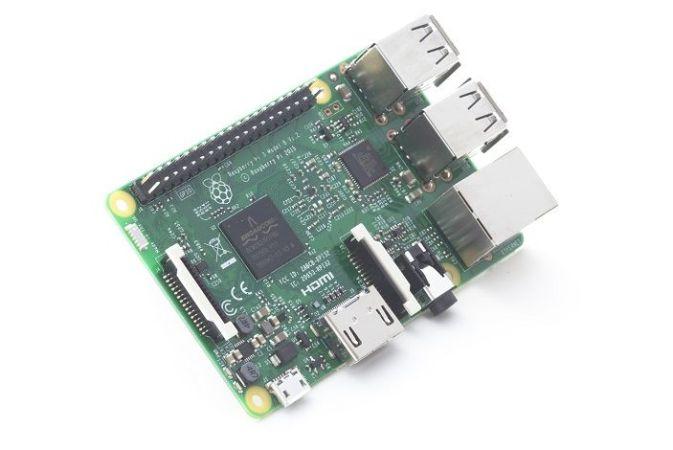 raspberrypi3 673x450 - Tutorial Raspberry Pi, controla un robot mediante la voz y Windows 10
