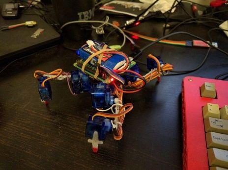 tote2-602x450 Tote, un barato y fácil de construir robot cuadrúpedo basado en Arduino