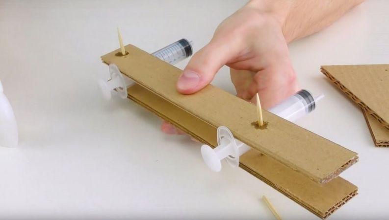 carton1-793x450 Cómo construir un brazo robot totalmente funcional con cartón